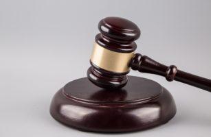 Суд дисквалифицировал онколога на три года
